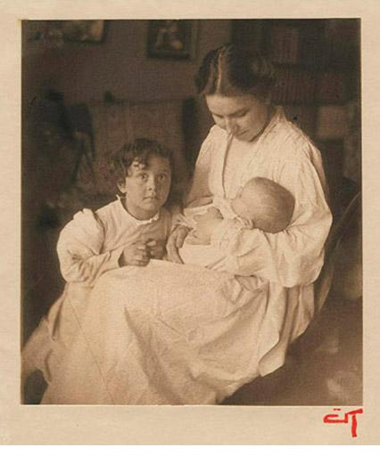 Gertrude Kasebier, Mother and Children